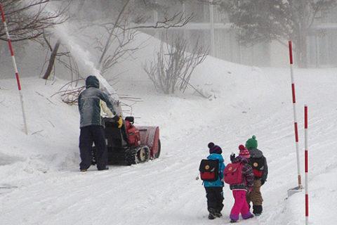 冬の通学イメージ
