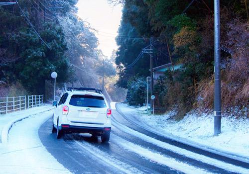 雪道に合わせた運転をしましょう